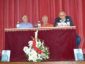 El autor del libro, José Troya González, entre el alcalde de Olvera, José Luis del Río, y el editor, Fernando Sígler.
