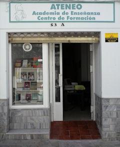 Local de Ateneo. Academia de Enseñanza, con acceso para minusválidos.