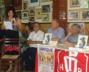 Carmen Morales recita el pasodoble a Reinita.