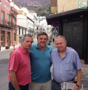 Los autores del libro, en la calle Moreno de Mora.