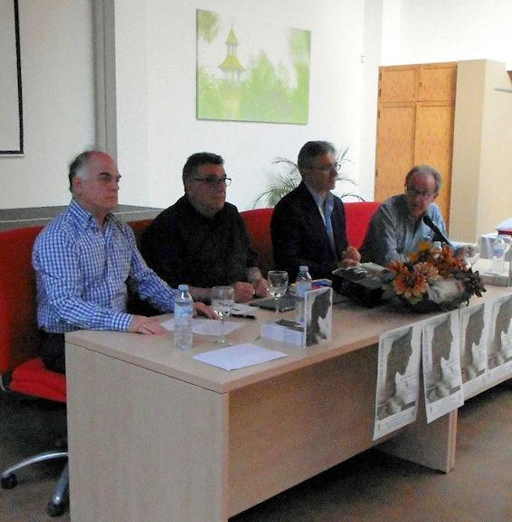 El concejal de Cultura, Jacinto Gil; el alcalde, Juan Casanova; el autor, Luis García Bravo, y el editor Fernando Sígler.