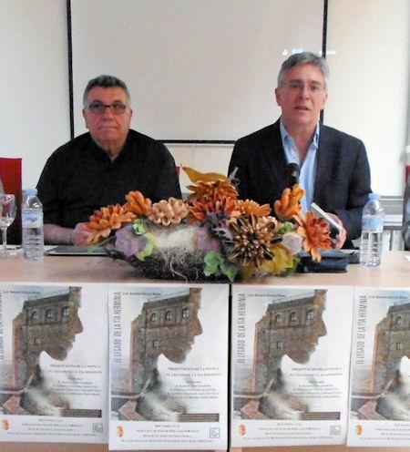 El autor del libro, Luis García Bravo, y el alcalde de Castellar, Juan Casanova.