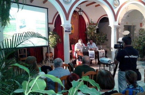 Presentación del libro de Luis García Bravo en Trebujena.