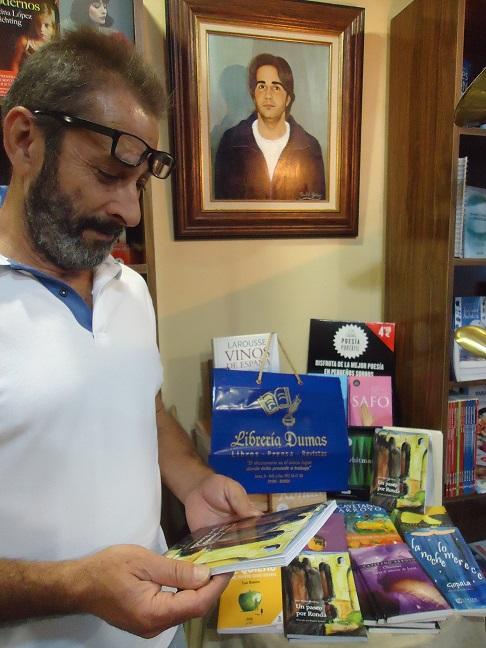 Rogelio Romero, autor de las ilustraciones de Un paseo por Ronda, en Librería Dumas.