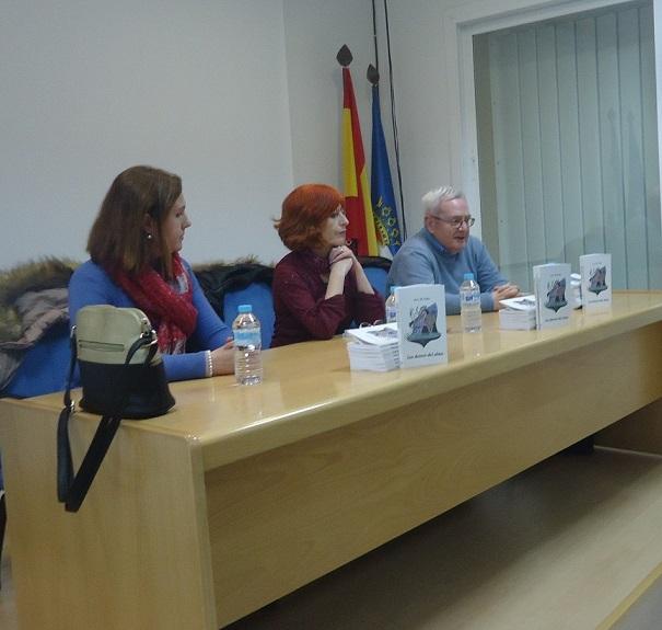 Francisco Javier Sánchez Pozo presenta a la autora, Ana R.Valle.