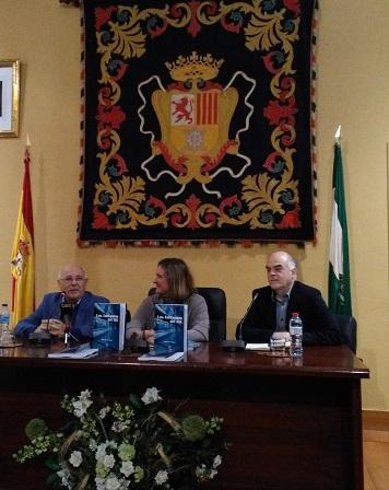 El autor, la alcaldesa y el editor.