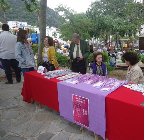 Bartolomé Pérez Sánchez de Medina y Juana Camacho Bazán, en los expositores de sus respectivos libros.