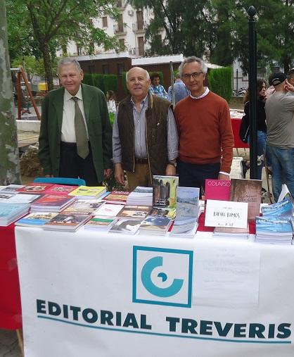Bartolomé Pérez Sánchez de Medina, Teodoro Leo Menor y Rafael Ramos Jaén, en el stand de Editorial Tréveris.