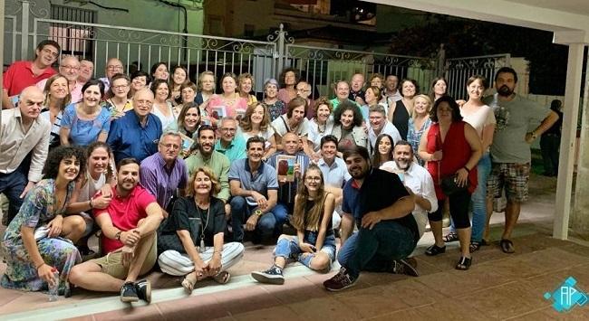 Familiares y amigos del autor, al finalizar el acto.