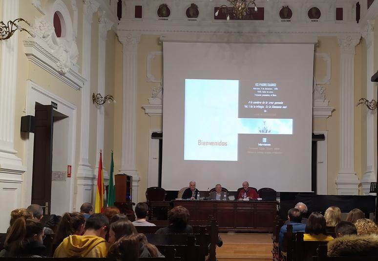 Asistentes a la presentaciónen el salón d actos del IES Padre Suárez de Granada.