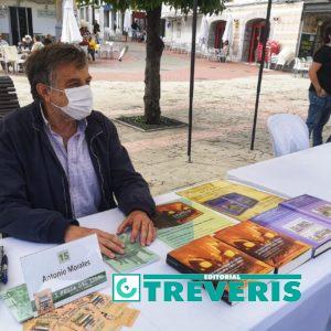 El historiador Antonio Morales Benítez, en su stand de la Feria del Libro de Los Barrios.