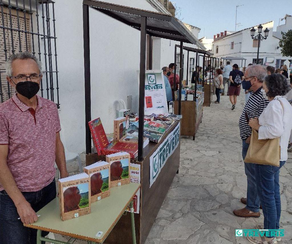 Rafael Ramos, en el stand de Editorial Tréveris en la Feria del Libro de Bornos.